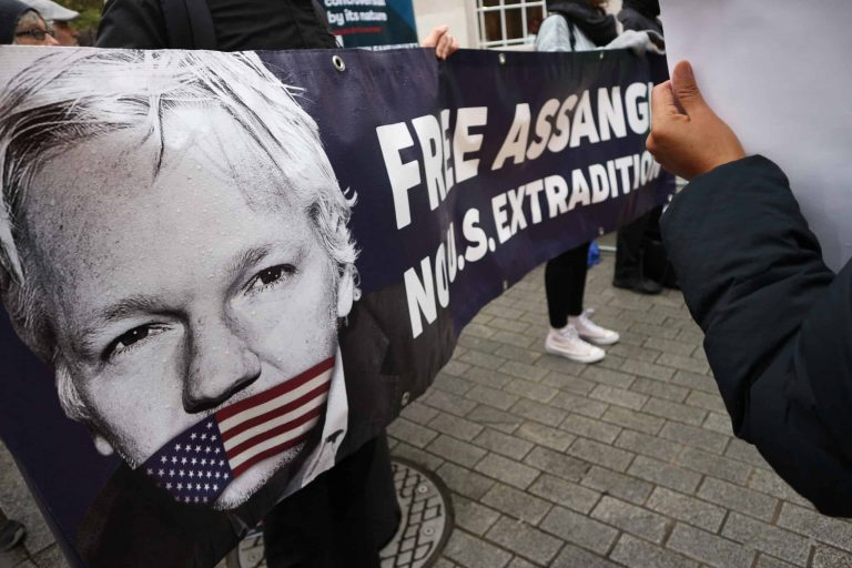 assange inaction france